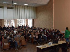 Учителя и ученики лицея «Василе Александри» заслушаны и проинструктированы на тему недискриминации