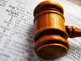 Decizia Consiliului privind înlăturarea crucifixului din sediul MAI – menținută de către instanța de judecată.